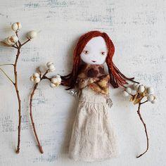 Зимние ягодки... #miopupazzo #etsyshop #etsygifts #handmadedolls #bohogirl #wintergirl #etsylove #artdoll   by MioPupazzo