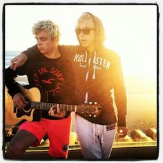 R5/ Ross and Riker Lynch most beautiful brothers iv ever seen