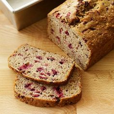 This Cranberry-Banana bread ,akes a great breakfast when you've got weekend house guests. Substitute untoasted walnut oil for the canola oil if you prefer a nuttier flavor. #recipe #WWLoves