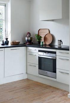 Isamu Noguchi, Boconcept, Villa, Kitchen Cabinets, Home Decor, Minimalism, Decoration Home, Room Decor, Cabinets