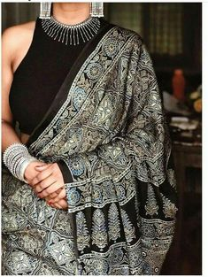 The picture speak louder than words Indian Fashion Dresses, Dress Indian Style, Indian Designer Outfits, Indian Outfits, Indian Wear, Saree Wearing Styles, Saree Styles, Trendy Sarees, Stylish Sarees
