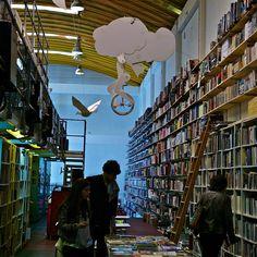 The dreamer in Ler devagar, the greatest bookshop in all Portugal
