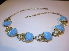 Vtg-Blue-Carved-Seashell-Thermoset-Plastic-Gold-Tn-Fetter-Link-Chain-Necklace