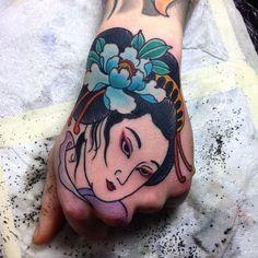 11 Enchanting Geisha Hand Tattoos
