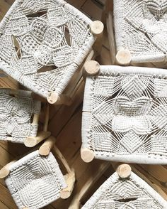 Fall in love all over again with the boho woven decor trend of macrame when you see our favorite ideas to incorporate it into your home. Macrame Art, Macrame Projects, Macrame Knots, Macrame Patterns, Crochet Patterns, Objet Deco Design, Macrame Chairs, Macrame Curtain, Micro Macramé