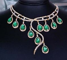 Bolder VINTAGE style 56ctTW Emerald Simulated PEAR DROPS Dangling Necklace