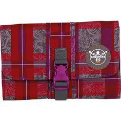 Sport 15 Washbag Kulturtasche 25,5 cm    Vom gut gelaunten bunten Print bis hin zu einem Muster-Look, bei dieser Duschtasche kommen alle Trends zusammen und vereinen sich zu einem kleinen Raumwunder!    Serie: Sport  Außenmaße (LxBxH): 25.5cm x 15.5cm x 3cm  Gewicht in kg: 0.25kg  Volumen in L ca.: 0-10  Material: Nylon  Ausstattung: Tasche(n) innen, Tasche(n) außen, Innenfutter  Produkttyp: Ku...