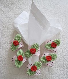 Cute Crafts, Crafts To Sell, Diy And Crafts, Sewing Crafts, Sewing Projects, Baby Shower Gift Bags, Decorative Napkins, Party Napkins, Napkin Folding