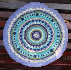Measurements: Approx. 60cm(24 inches) round…finished…
