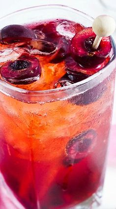 This Cherry 7 and 7 is a fun summer twist on the classic whiskey cocktail! Whisky Cocktail, Sour Cocktail, Whiskey Drinks, Cocktail Drinks, Cocktail Recipes, Fancy Drinks, Yummy Drinks, Fruit Recipes, Cooking Recipes