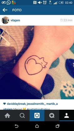 A very cute, very pretty and simple cat tattoo. Oh, I love cats.