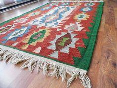 VINTAGE TURKISH kilim .Anatolian  Rug Carpet. di TurkishMuseum, $245.00