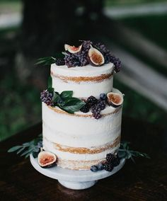 This Naked cake would look great with local berries as well as a few flowers from the florist and Strawberries. Pretty Cakes, Beautiful Cakes, Amazing Cakes, Creative Wedding Cakes, Wedding Cake Designs, Cake Wedding, Wedding Reception, Naked Wedding Cake With Fruit, Berry Wedding Cake