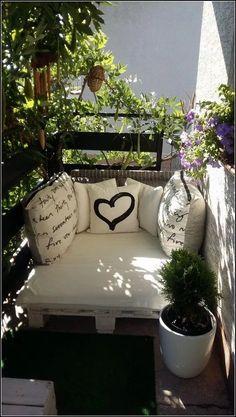 Ideas for farmhouse apartment decor design Small Balcony Garden, Small Balcony Decor, Small Patio, Balcony Ideas, Patio Ideas, Small Balconies, Garden Ideas, Modern Balcony, Pergola Ideas