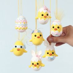 Make your own Easter chicks and Easter eggs from polystyrene eggs decorated with Silk Clay. The chicks may be decorated further as Easter bunnies, ninjas or fairies with glitter glue, sequins, feathers and fairy wings. Egg Crafts, Cork Crafts, Easter Crafts For Kids, Preschool Crafts, Diy And Crafts, Easter Bunny, Easter Eggs, Diy Ostern, Egg Decorating