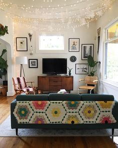 """1,935 Likes, 74 Comments - Bonney (@prettygoodpdx) on Instagram: """"These are technically just winter decorations. . . . . #livingroom #livingroomdecor #interior…"""""""