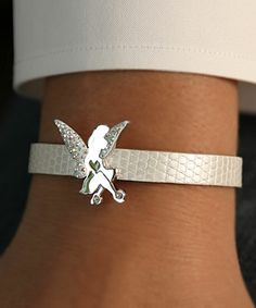 Tinkerbell Bracelet, i need at least one. Tinkerbell And Friends, Tinkerbell Fairies, Disney Fairies, Cute Jewelry, Bridal Jewelry, Original Disney Princesses, Disney Villains, Estilo Disney, Disney Jewelry
