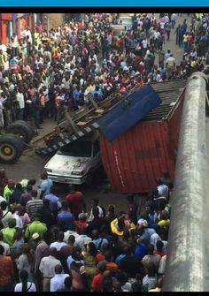 Welcome to Yetty Salam's blog: Photos: Trailer falls off Bridge in Ojuelegba