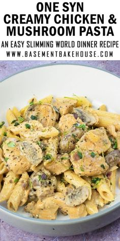 This super low syn Creamy Chicken & Mushroom Pasta recipe is a firm favourite in my house. It's the perfect Slimming World friendly family dinner recipe to satisfy your carb cravings and it's packed with speed food and tonnes of flavour. Slimming World Speed Food, Slimming World Dinners, Slimming World Chicken Recipes, Slimming Recipes, Slimming World Lunch Ideas, Slimming Workd, Slimming World Breakfast, Slimming Eats, Pitta