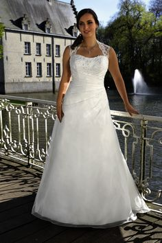 Looking for a plus size wedding dress? Ladybird Plussize collection offers sexy and elegant plus size wedding dresses in various designs and colours Plus Size Wedding Gowns, Princess Wedding Dresses, Bridal Wedding Dresses, Backless Wedding, Lace Wedding, Draped Dress, Lace Dress, Curvy Dress, Illusion Dress