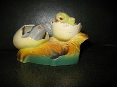 icollect247.com Online Vintage Antiques and Collectables - CELLULOID OR PLASTIC CHICKS SALT AND PEPPER NODDERS