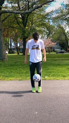 Soccer Footwork Drills, Soccer Practice Drills, Football Training Drills, Football Workouts, Play Soccer, Football Soccer, Football Tricks, Soccer Motivation, Soccer Photography