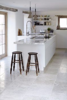 22 Beautiful Kitchen Flooring Ideas for Your New Kitchen - Explore our gallery of kitchen layouts which will certainly suit your design. Obtain influenced for your kitchen floor from our practical rock and wood flooring ideas. Grey Kitchen Tiles, Diy Kitchen Flooring, Grey Floor Tiles, Grey Kitchens, Kitchen Countertops, New Kitchen, Cool Kitchens, Stylish Kitchen, Kitchen Backsplash