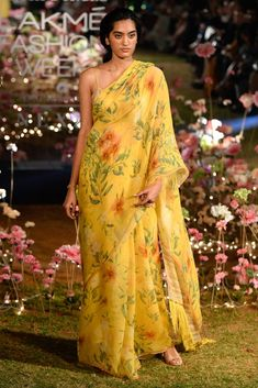 Beautiful Heavy Designer Anita Dongre new collection of Fully Customize Bridal Lehenga Choli inspired by Anita Dongre and available in very comfortable rate. Please contact on this number for order : Trendy Sarees, Stylish Sarees, Indian Dresses, Indian Outfits, Saree Color Combinations, Floral Print Sarees, Saree Trends, Bridal Lehenga Choli, Saree Look