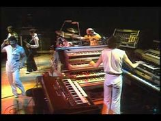 """Gentle Giant - BBC """"Sight & Sound In Concert"""", Golders Green Hippodrome, London, 5 January 1978 (59:48): 1-Two Weeks In Spain, 2-Free Hand, 3-On Reflection, 4-I'm Turning Around, 5-Just The Same, 6-Playing The Game, 7-Memories Of Old Days, 8-Betha Thought We Couldn't Do It, 9-JP Weathers Presents, 10-Funny Ways, 11-For Nobody, 12-Mountain Time"""