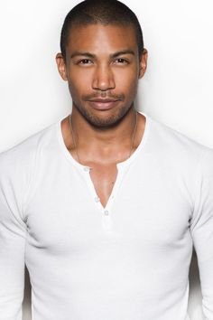Charles Michael Davis......another addition to the Grey's Anatomy male hotness lineup!!
