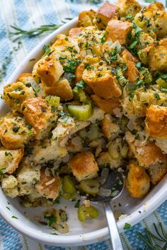 Super easy stuffing/dressing with all of the classic flavours; the aroma of the holidays! Side Dish Recipes, Soup Recipes, Thanksgiving Recipes, Holiday Recipes, Food Dishes, Side Dishes, Best Stuffing, Dessert Decoration, Soup And Sandwich