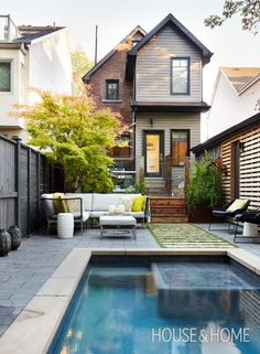 Swimming Pool Ideas Beautiful - Increasing Your Swimming Pool Area. With the summer swimming season just around the corner, now's the perfect time to renovate that backyard and install a swimming pool. Backyard Pool Landscaping, Small Backyard Landscaping, Landscaping Design, Small Backyard With Pool, Narrow Backyard Ideas, Fun Backyard, Casas Containers, Small Pools, Small Backyards