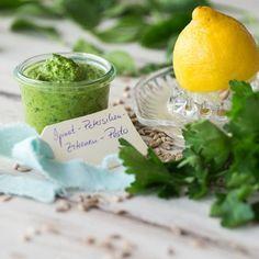 So frisch schmeckt der Frühling. Dieses #Pesto lässt sich schnell und einfach selbst herstellen und kommt als vegane Variante ganz ohne Käse aus. #vegan #rezept