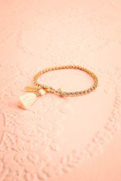 Amorphous Arista ♥ Bohème chic au coeur intrépide mais débordant de tendresse, ornez-vous de l'un de ces bracelets.  Boheme chic with a fearless but delicate heart, ornate your wrist with one of these bracelets.