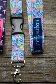 Amaxing lanyard for your keys or youir name badge. It has a detachable latch and a bear claw clasp.