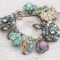 Vintage Jewelry Crafts Recycled broken jewelry - Things you can make with vintage costume jewelry. DIY crafts to make with old jewelry. Vintage Jewelry Crafts, Recycled Jewelry, Vintage Costume Jewelry, Jewelry Art, Antique Jewelry, Beaded Jewelry, Fine Jewelry, Handmade Jewelry, Fashion Jewelry