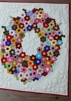 Hexagon wreath quilt - SO gorgeous! #paperpiecing #hexies