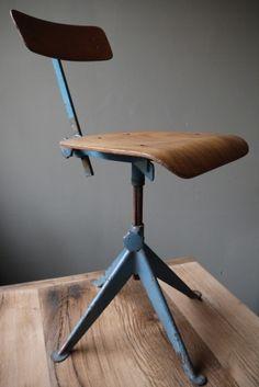 Jean Prouvé - Chaise atelier industrielle.