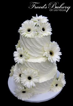 Elegant Gerbera Daisy Wedding Cake! #daisies #weddinginspiration