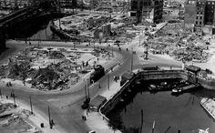 Rotterdam na het bombardement 1940. Hier stond plan C. Links het water de Kolk, daarboven de spoorbrug over de Hoogstraat. Links nog een klein stukje van station Blaak. Rechts onder de Oude Haven.