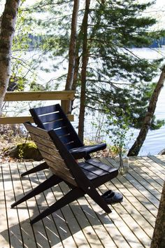 Lakeside Cottage, Modern Cottage, Lake Cottage, Scandinavian Cottage, Retreat House, Cabin Design, Cabins In The Woods, House Colors, Outdoor Chairs