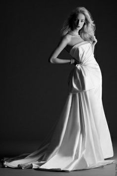 More lovely looks from Cymbeline 2014 bridal collection. below, Harwen strapless gown with side draping. Cymbeline Wedding Dresses, Couture Wedding Gowns, Wedding Dresses 2014, Wedding Dress Sizes, Bridal Gowns, Vestidos Vintage, Vintage Dresses, High Fashion Dresses, Bridal Collection
