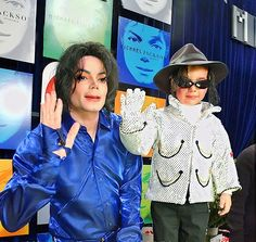 Michael Jackson with the tiny boy dressed as him ❤️