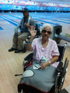 Desde Florida.  Salio en un grupito desde centro ancianitos a jugar Bowling. Y Ganamos. Saludos mi gente De los Yankees  y a mi gente de Puerto  Rico.