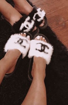 Sporting activities sandals perfect for saturday and sunday activities and trekking holiday seasons, our women's moving sandals. Classy Aesthetic, Aesthetic Shoes, Bad Girl Aesthetic, Sneakers Fashion, Fashion Shoes, Fashion Handbags, Fluffy Shoes, Cute Slides, Hype Shoes