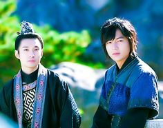 Great friendship! ◇ #RyuDeokHwan as King Gongmin & #LeeMinHo as General Choi Young ◇ episode 23