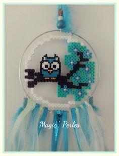 """Collection """"Attrapes Rêves"""" grand modèle réalisait en perles hama.  composer d'un cercle en fil de fer de couleur bleu clair nacré où une branche d'arbre de cerisier en perl - 17237532"""