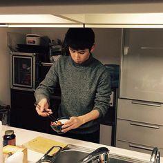 ♡ #oneokrock  佐藤健 公式LINE #Takaがご飯作ってくれてるんだって #その混ぜてるやつ食べたい