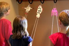 DIY paper climber - friction lesson (love this website! coolest mom ever! Projects For Kids, Diy For Kids, Crafts For Kids, Art Projects, Stem Projects, Papier Diy, Jack And The Beanstalk, Simple Machines, Science For Kids