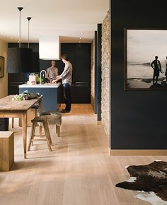 mooie vloer en keuken! Eik duin wit geolied. Beschrijving Lengte: 182 cm - 19 cm Dikte: 14 mm 1 Doos =6 planken = 2,0748 m² 84,95 € / m² incl. btw